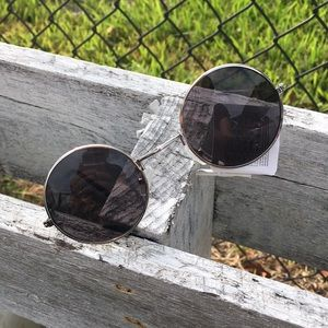 Accessories - New small round silver lady's metal sunglasses
